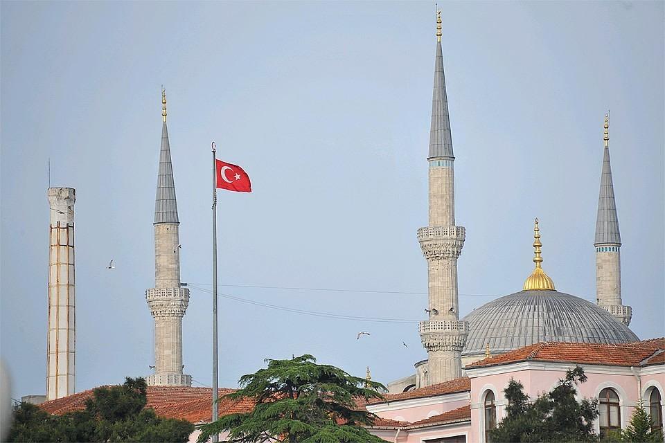Российские туристы могут не соблюдать комендантский час в Турции