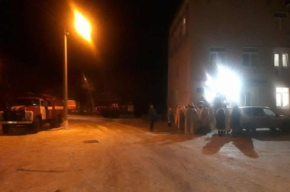 80 пациентов выели на улицу в минусовую температуру. Фото: пресс-служба ГУ МЧС по Свердловской области