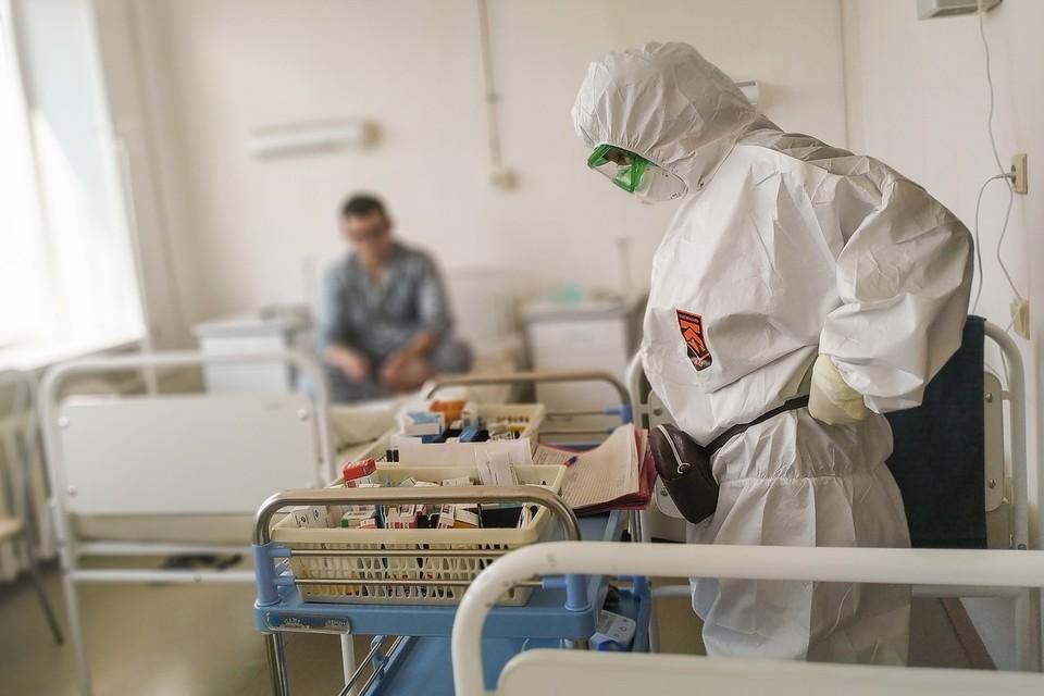 За сутки коронавирусом заболели двое школьников