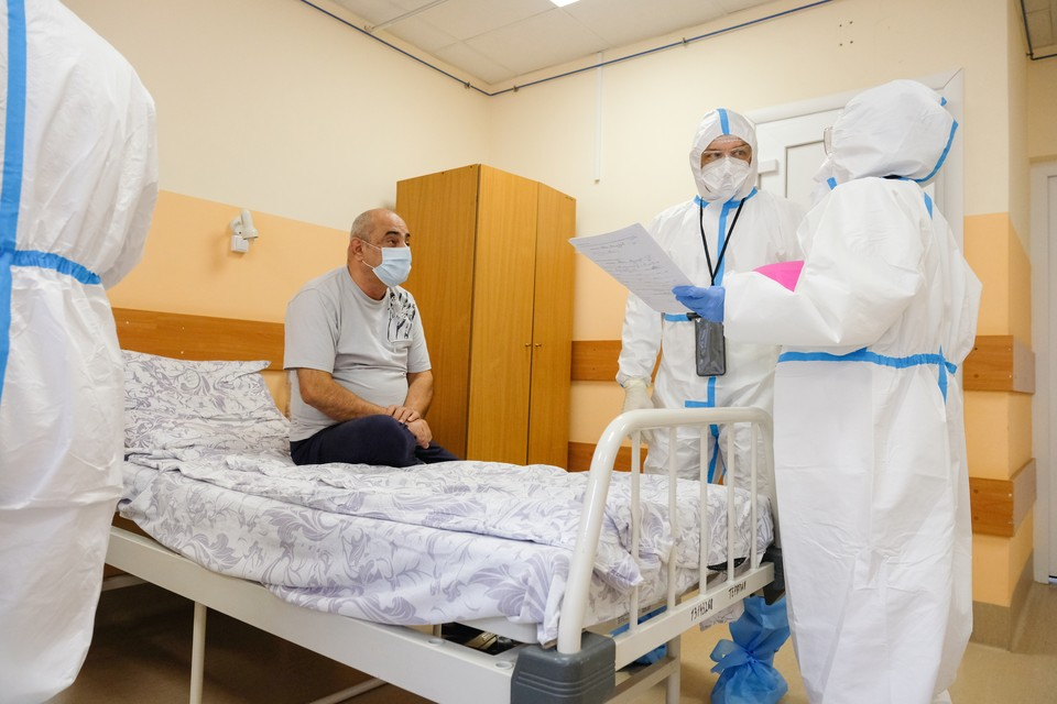 Омичи все чаще заражаются коронавирусом и попадают в больницы.