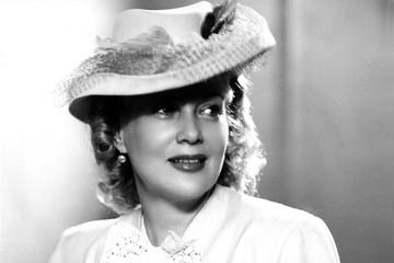 Из одежды только шляпка: неизвестные откровенные фото Любови Орловой ушли с молотка
