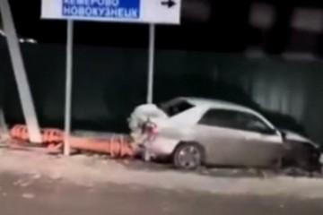 Автомобилист сбил два светофора в Гурьевске