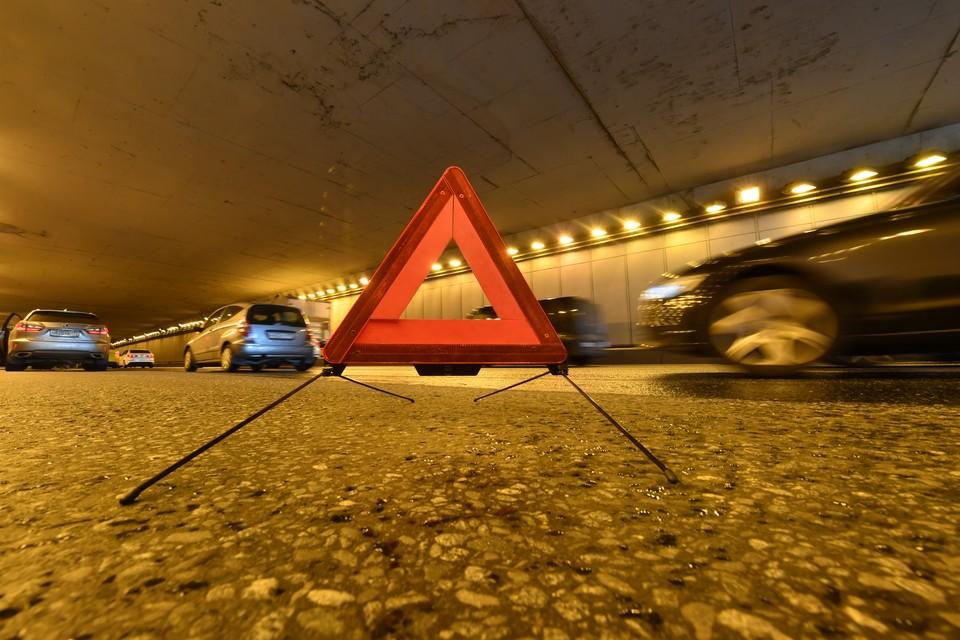 Три человека пострадали в аварии с Porsche на востоке Москвы