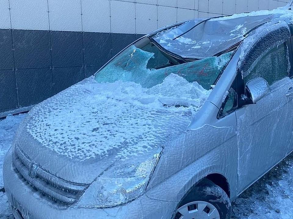 Машина получила серьезнейшие повреждения. Фото: предоставлено очевидцами