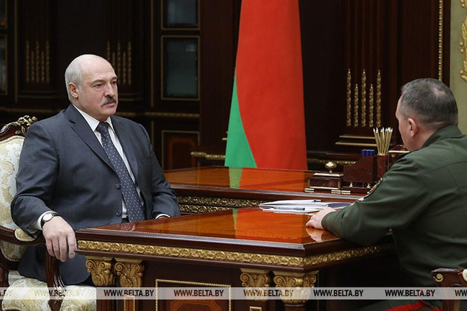 Лукашенко заявил, что существует огромный пробел в партиотическом воспитании. Фото: БелТА