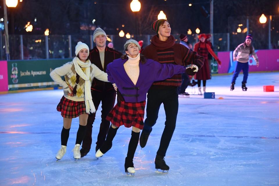 Покататься на коньках можно бесплатно.