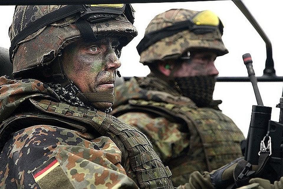 После принятия закона каждый немецкий военнослужащий может подать жалобу, если его уволили из-за нетрадиционной сексуальной ориентации или препятствовали продвижению по службе.