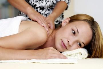 При каких болезнях необходим массаж шейно-вортниковой зоны