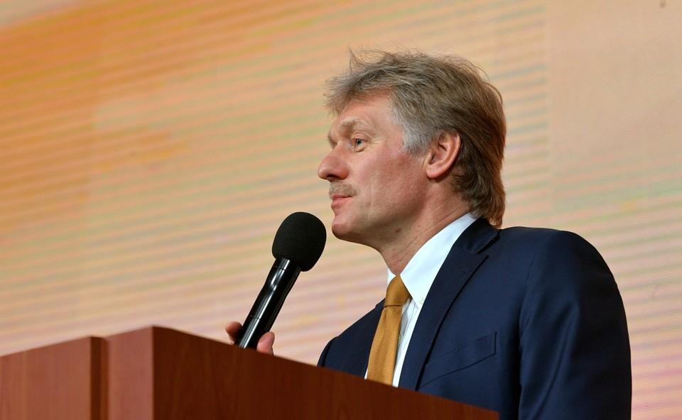 """Песков заявил, что призывы к РФ """"сделать шаг назад"""" в вопросе Донбасса не способствуют прогрессу."""