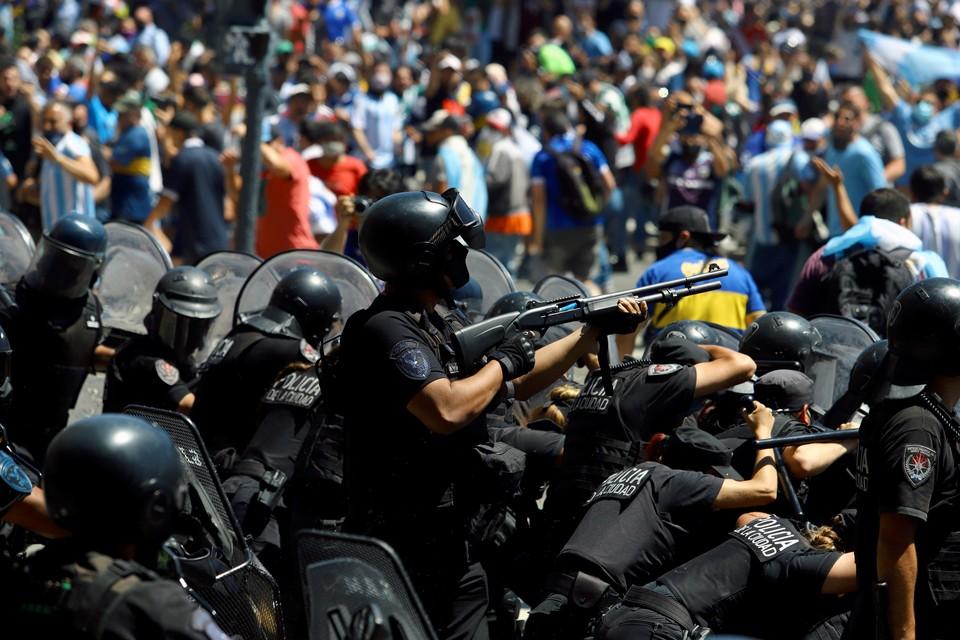 В центре Буэнос-Айреса начались беспорядки