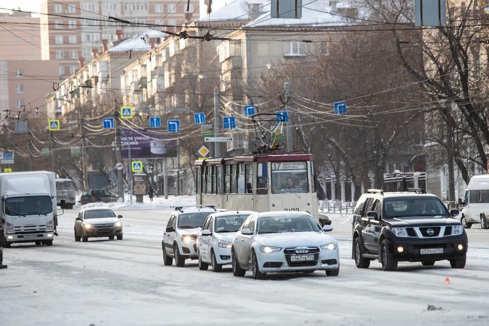 Праздничное оформление появится на Свердловском проспекте и еще пяти улицах.