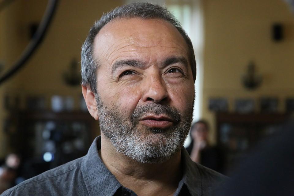 Шендерович не привел конкретные примеры антисемитизма в современной России, подтолкнувшие его к получению второго паспорта