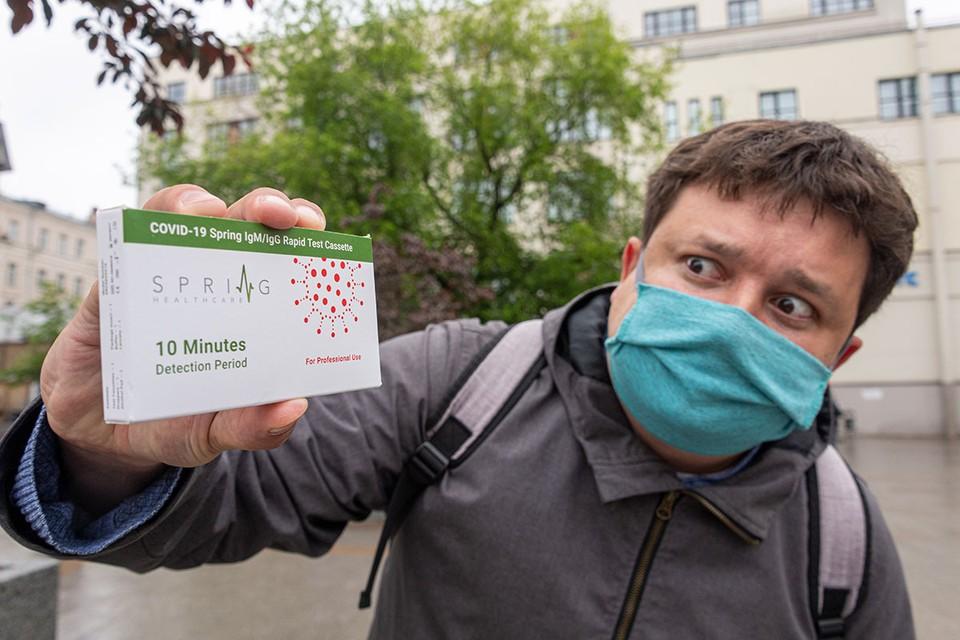 Поэтический колумнист kp.ru Павел Клоков ищет все новые способы борьбы с заразой.