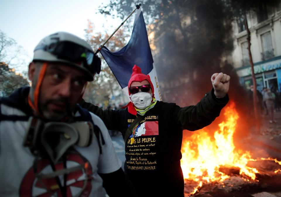 Акция протеста в Париже переросла в беспорядки