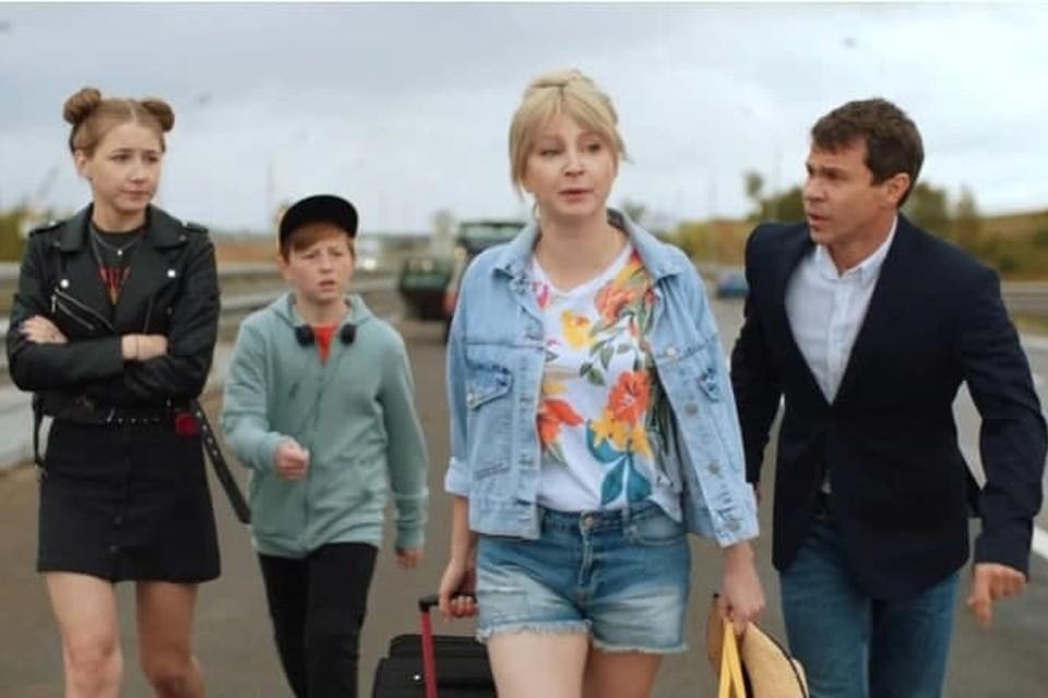 Соколовы не сдаются: Павел Деревянко и Ольга Медынич в комедийном сериале «Идеальная семья»