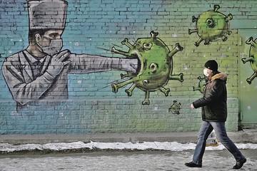 Черноплодная рябина и зеленый чай: Ученые выяснили, помогут ли народные средства против коронавируса
