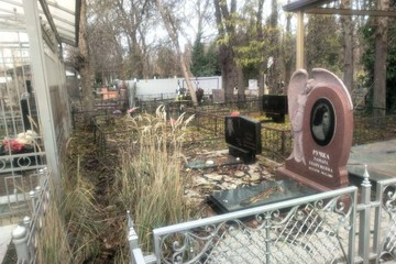 «Можно пробраться, не замарав туфли»: 50 млн рублей экс-министр Дагестана закопал рядом с «крутыми» могилами