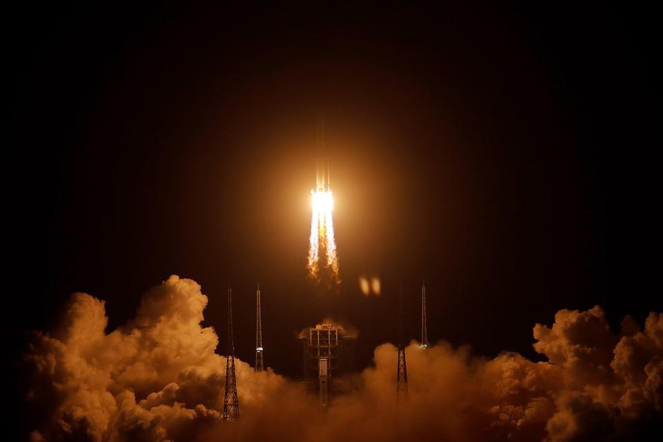 Миссия «Чанъэ-5» рассчитана на 23 дня. Модуль привезет на Землю два килограмма реголита