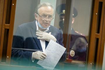 «Она лежала на кровати, я подошел и выстрелил»: Историк Соколов пришел в ярость, услышав свои первые показания