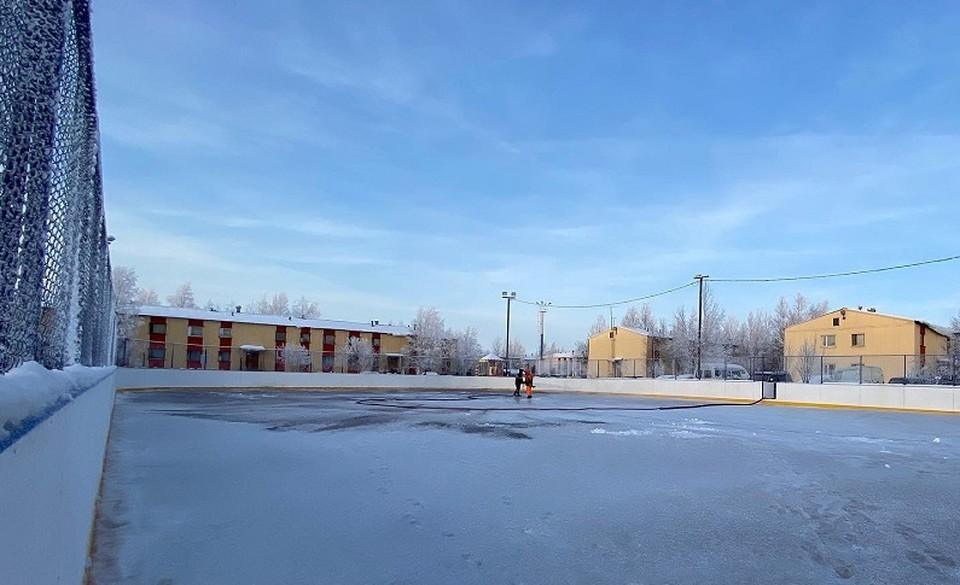 В Радужном приступили к заливке нового хоккейного корта Фото: официальный сайт администрации города Радужный