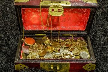 Золотые слитки и ценные полотна: сокровища, случайно найденные в США