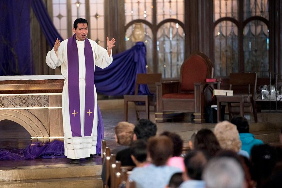 Удивительно, что церкви попадают под ограничительные требования, а вот стриптиз-клубы – нет
