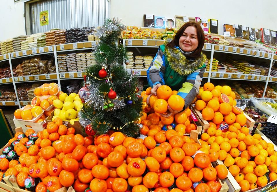 Один из новогодних атрибутов - мандарины - начали расти в цене.