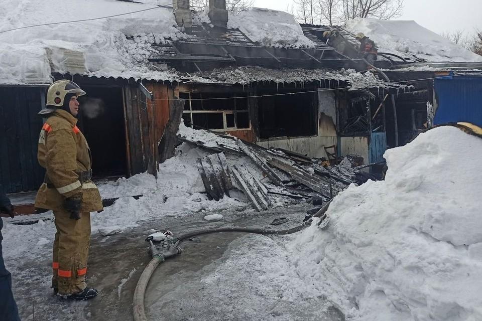 Пожар вспыхнул около 9 утра.