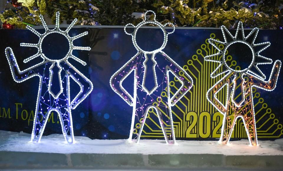 35% респондентов считают, что на новогоднее украшение Кирова из бюджета можно выделить максимум 10 млн рублей. Фото: admkirov.ru