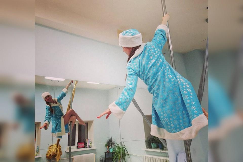 Девушки из Башкирии не так часто фотографируются в традиционном голубом костюме внучки Деда Мороза