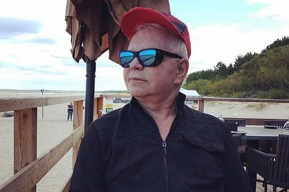 Борис Моисеев занимается йогой с близким человеком, рассказал помощник