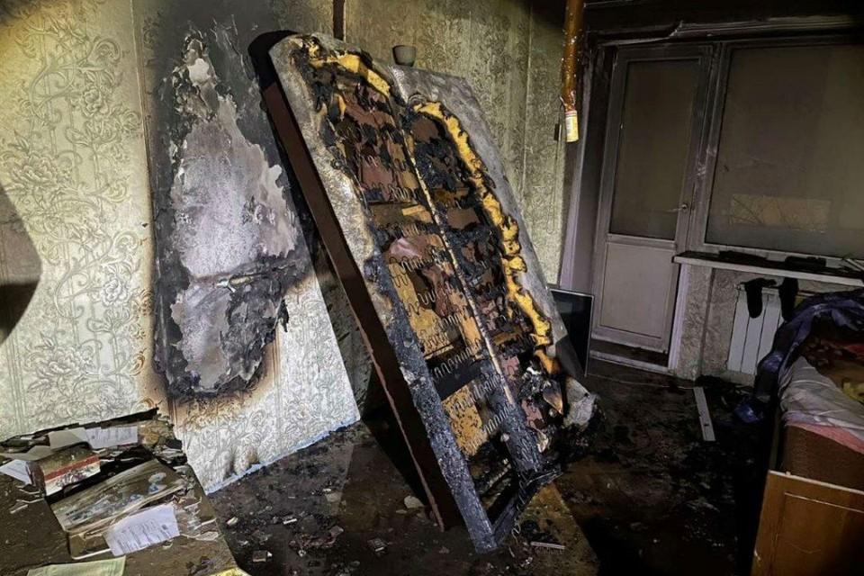 Пенсионер погиб при пожаре в пятиэтажном доме в Ангарске