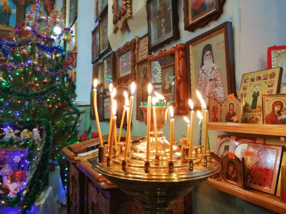 В храмах прошли праздничные службы.