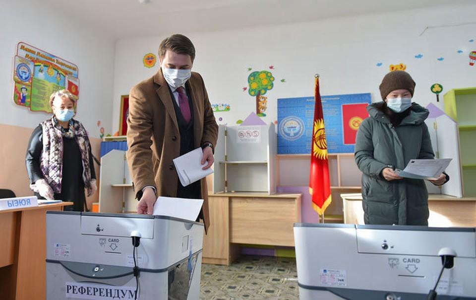 Артем Новиков проголосовал на выборах президента и референдуме.