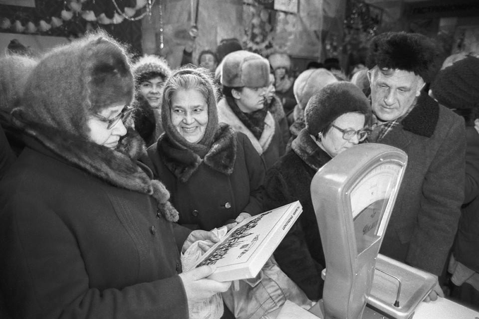 Недавние предновогодние хлопоты заставили нас вспомнить о том, какой была подготовка к празднику в советское время. Фото: Садчиков Виктор/Фотохроника ТАСС