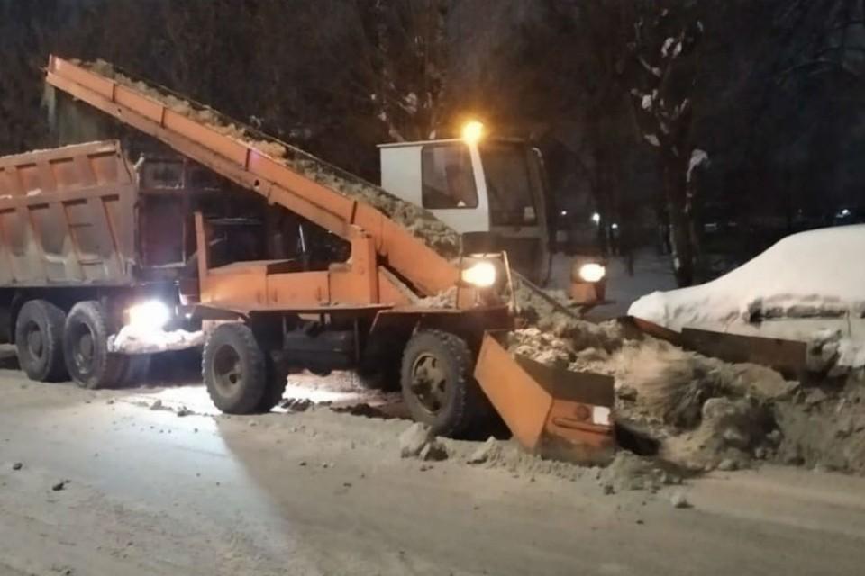 Вывоз снега начнется с 20.00 и продлится всю ночь. Фото: admkirov.ru