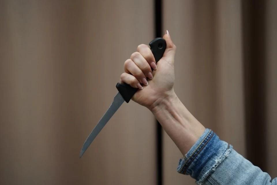 Сибирячка ударила мужа ножом во время ссоры.