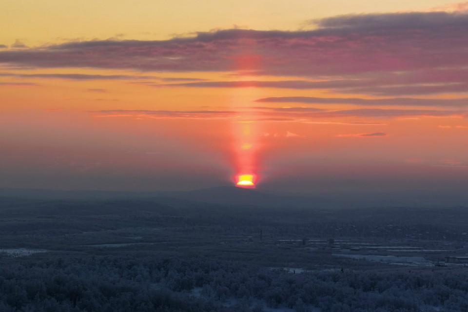 Около полудня солнышко выглянуло из-за горизонта. Фото: Виталий Макаров