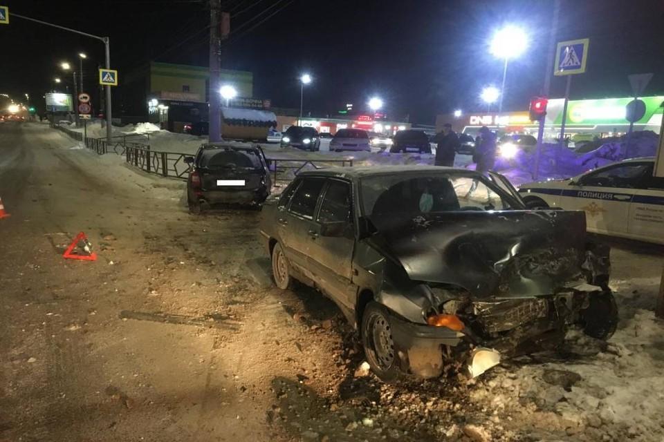 Водитель «пятнадцатой» врезался в автомобиль Lada Kalina. Фото: vk.com/gibdd43