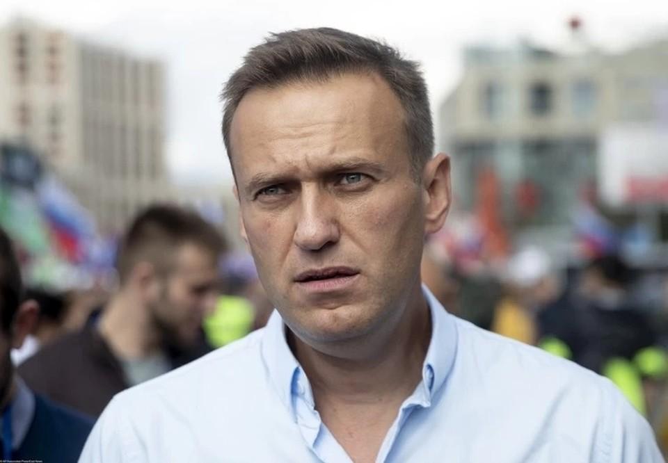 Навальный утверждает, что уже купил билеты на самолет в Россию