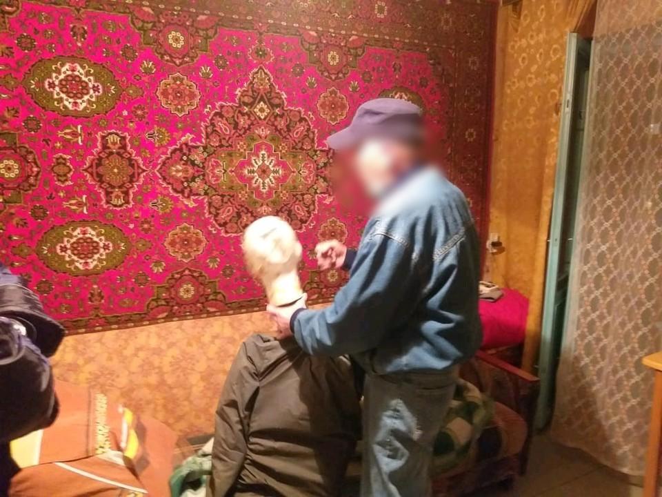 Мужчина несколько раз ударил отца кулаками по голову и телу