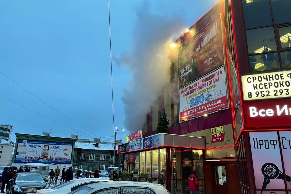 """Пожар уже локализовали. Фото: группа """"Мурманск"""""""