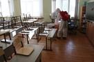 Ранцы и хлорка: спасатели обработали школы Хабаровска антикоронавирусным спецраствором