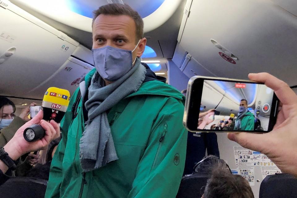 """El bloguero, que salía sobre las nueve del avión de la aerolínea """"Pobeda"""" en Sheremetyevo, ya estaba detenido en el control de pasaportes."""