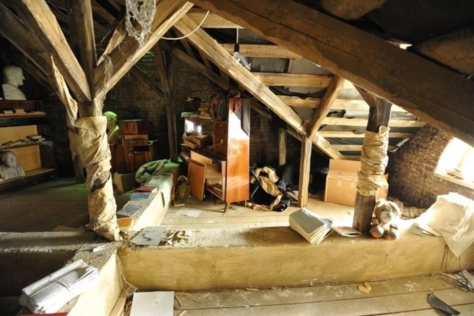 Крымчанин нашел на чердаке своего дома опасные предметы. Фото: архив КП