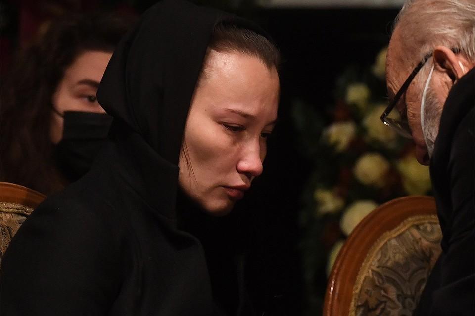 Екатерина Белоцерковская на церемонии прощания с Борисом Грачевским в Доме кино.