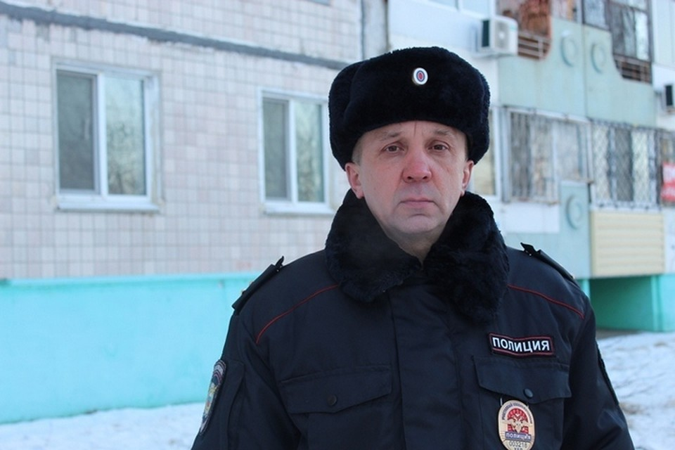 В Комсомольске-на-Амуре участковый спас из пожара двух детей, бабушку и собаку
