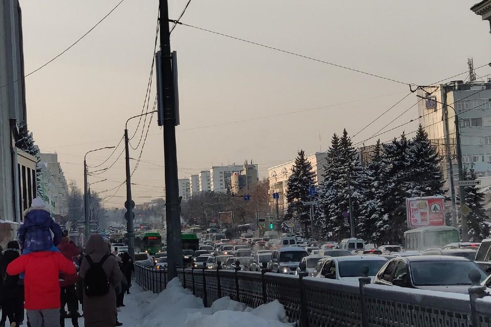 В Челябинске из-за незаконной акции в центре города возникли пробки