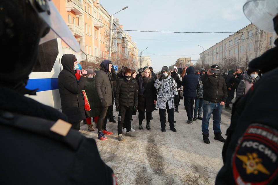 «Детскую революцию» пообещали устроить 23 января в городах России сторонники арестованного на 30 суток блогера и оппозиционера Алексея Навального.