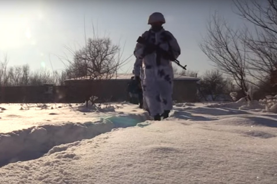 Бойцы на передовой постоянно находятся на грани жизни и смерти. Фото: УНМ ЛНР